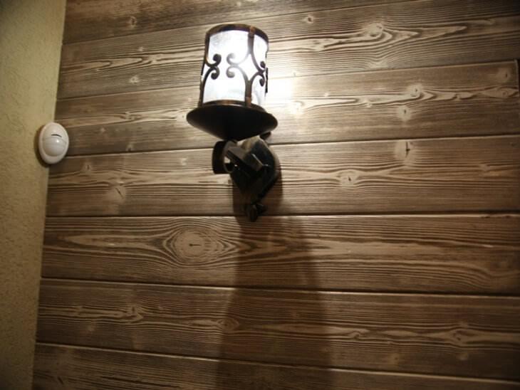 Просто и надолго отделываем стены дома имитацией бруса