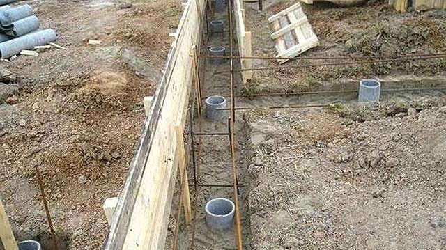 Расчет и заливка свайного фундамента под забор своими руками