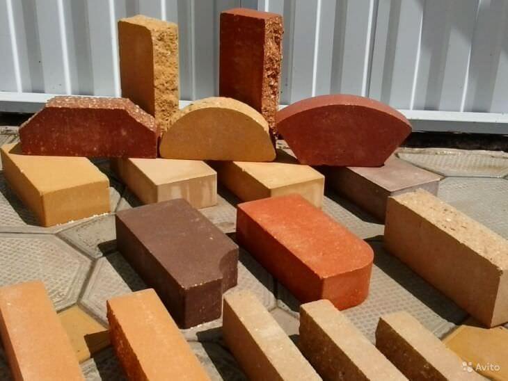 Разнообразие отделочных материалов для камина