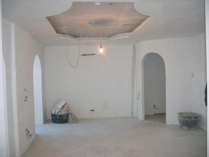Разнообразная шпатлевка для внутренних стен частных домов и квартир