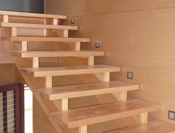Руководство по изготовлению деревянной лестницы на второй этаж своими руками