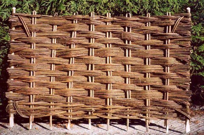 Самостоятельное плетение забора из лозы для начинающих