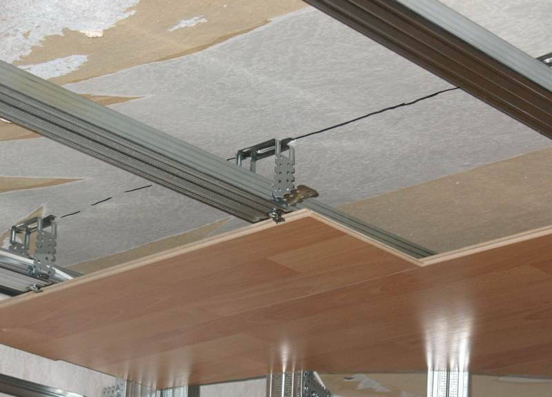Самостоятельный монтаж ламината на потолок