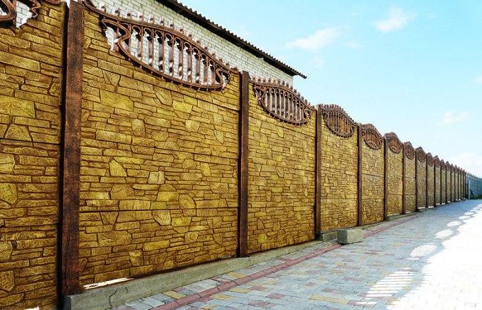 Секционный бетонный забор: виды, изготовление и монтаж
