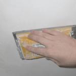 Шпаклюємо стіни під шпалери своїми руками