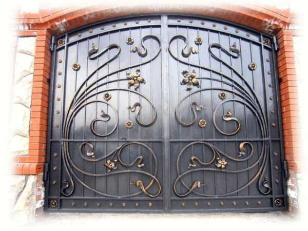 Собираем кованые ворота для дома из готовых деталей своими руками