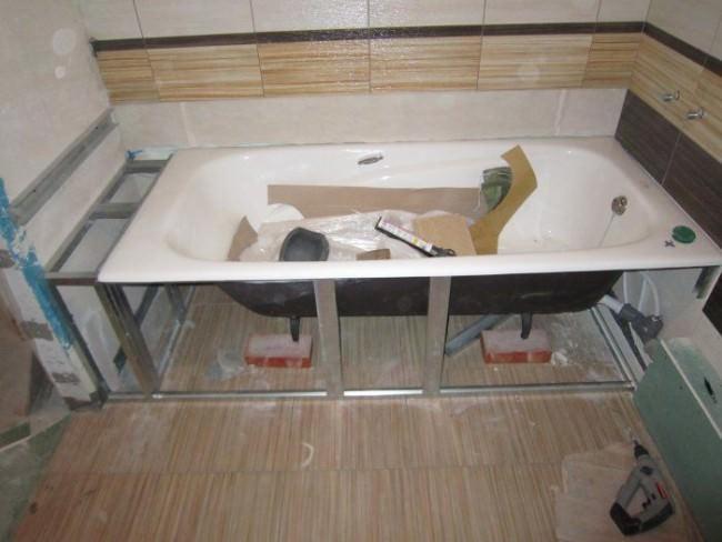 Сооружение экрана под ванной