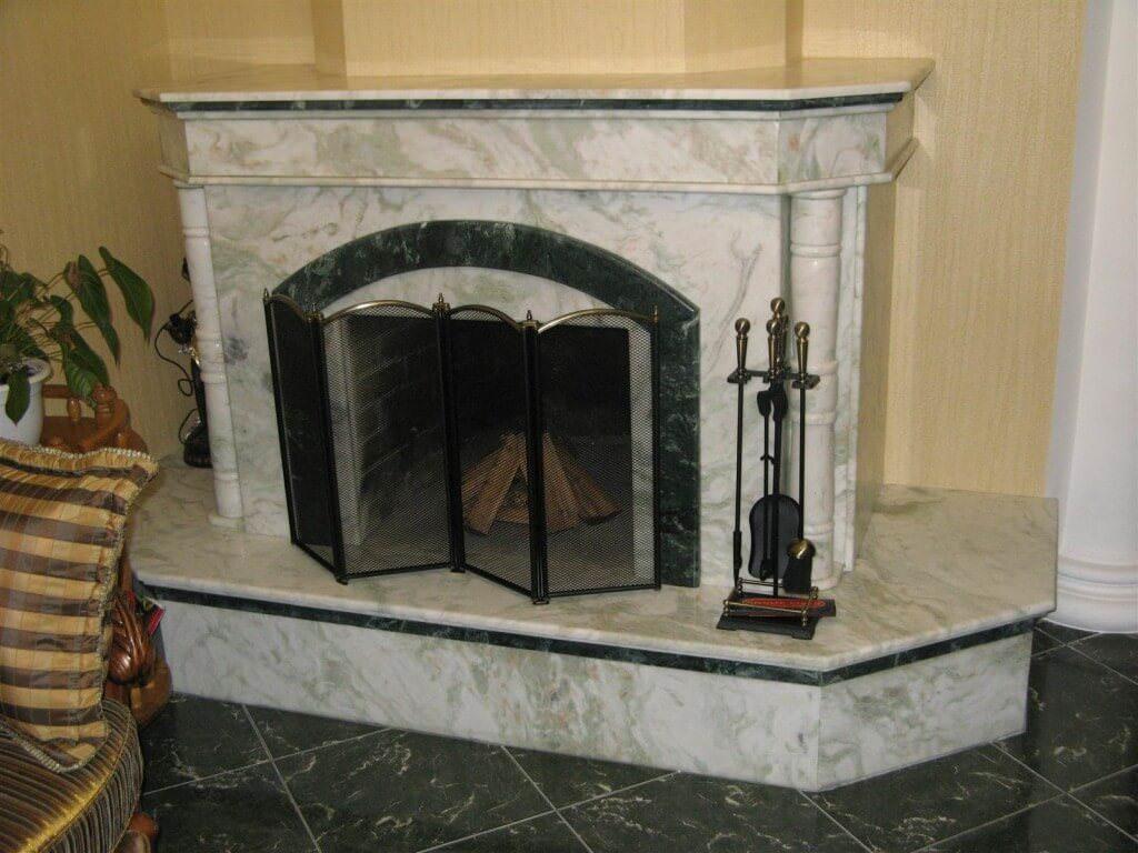 Стильные и величественные камины с отделкой из мрамора