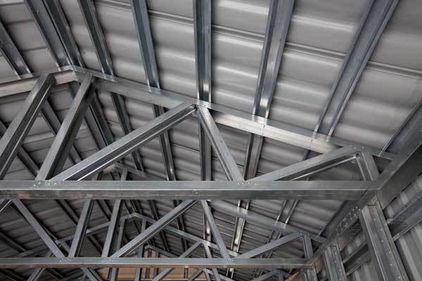 Технология строительства металлокаркасного дома: выбор фундамента, монтаж, наружная отделка