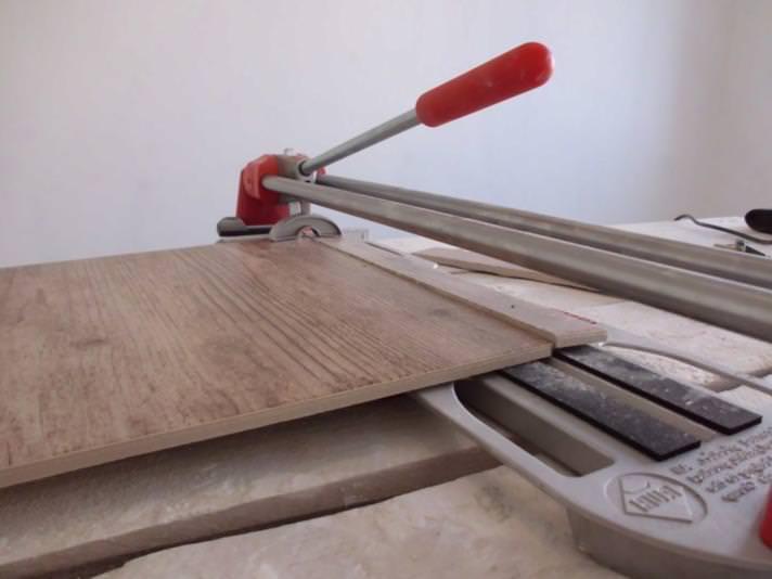 Технология укладки плитки на пол в квартире своими руками