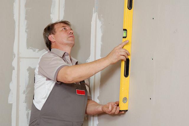 Учимся правильно штукатурить стены из бетона