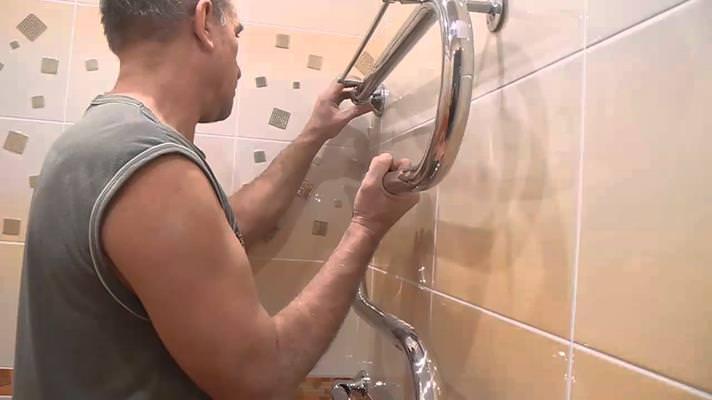 Устанавливаем полотенцесушитель в ванной своими руками