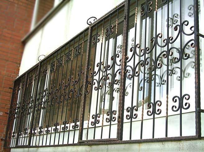 Устанавливаем решетки на окна своими руками