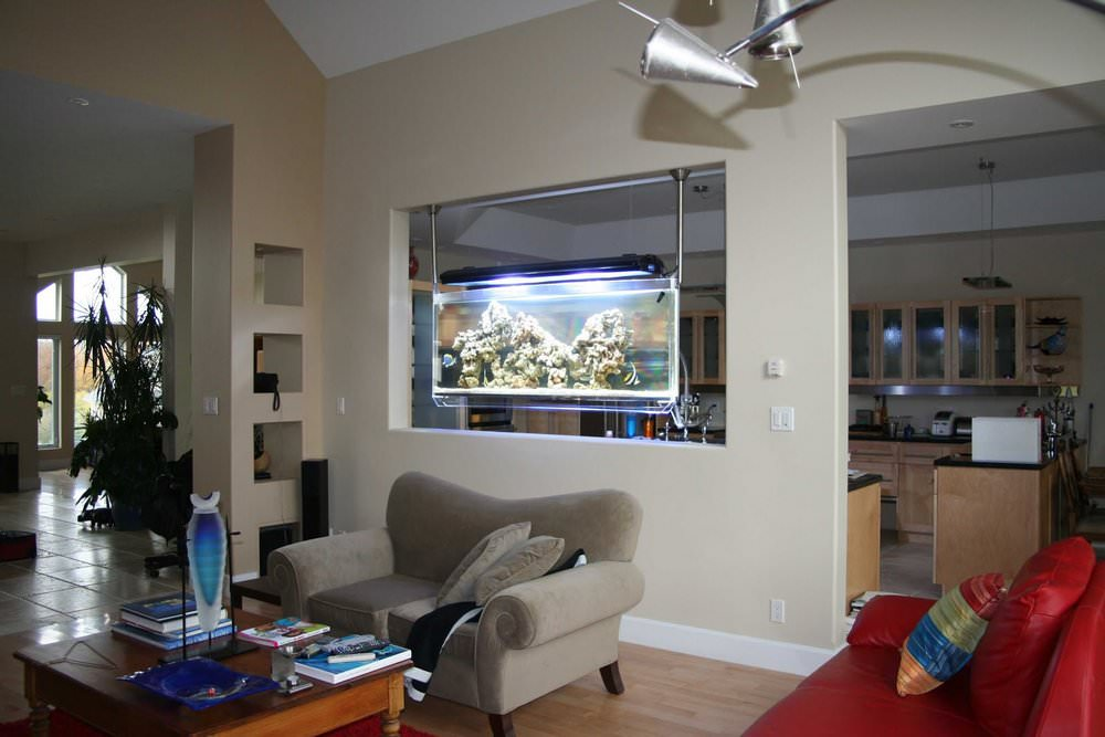 Установка аквариума в стену своими руками