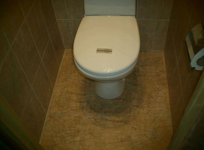 Устройство пола из плитки в туалете