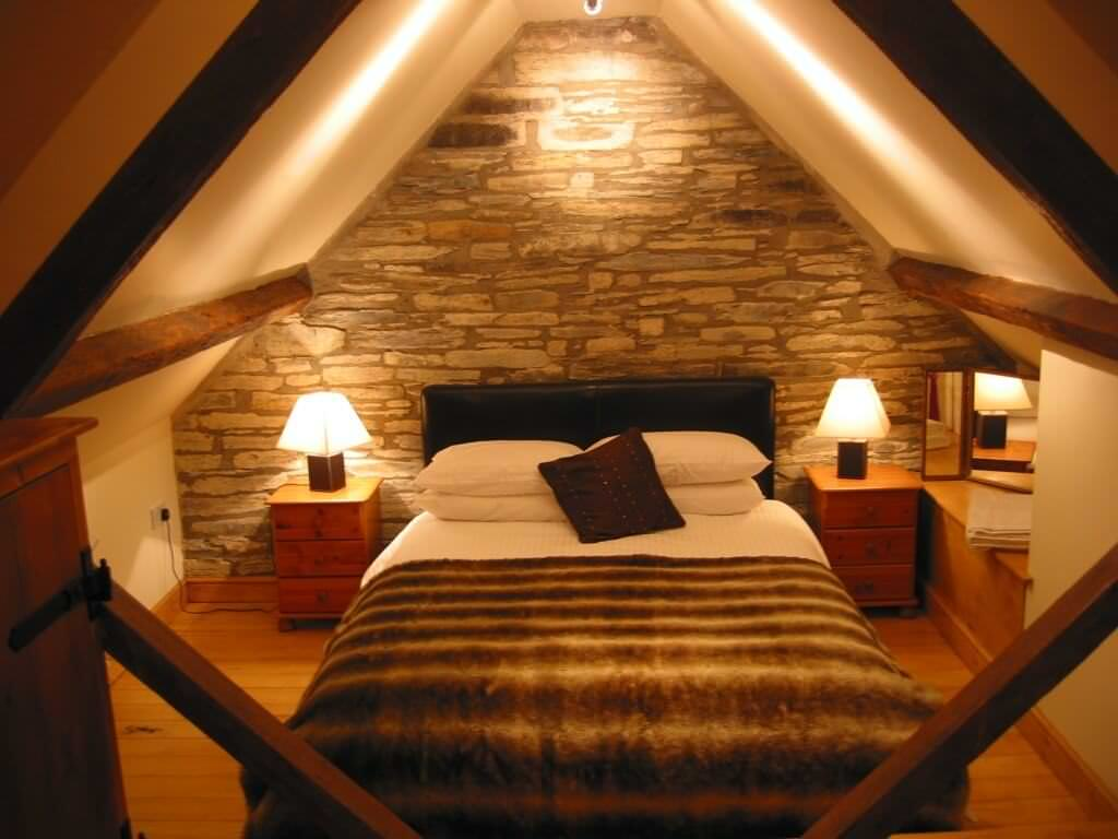 Уютные дизайны комнаты под кришей