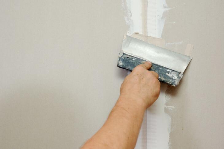 Узнаем что делать дальше после штукатурки стен