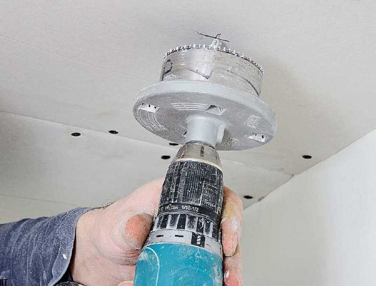 Встраиваем потолочные светильники в гипсокартонную конструкцию правильно