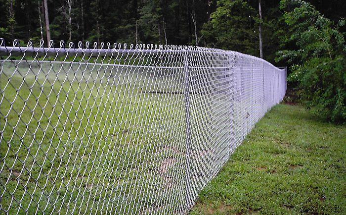 Выбираем самый дешевый забор для дачи
