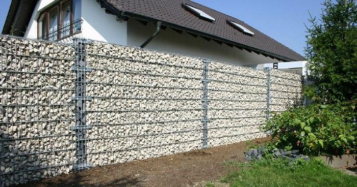 Забор из габионов: преимущества, выбор и монтаж
