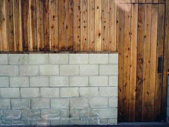 Заборы из металлического штакетника на фото: идеи для заборов